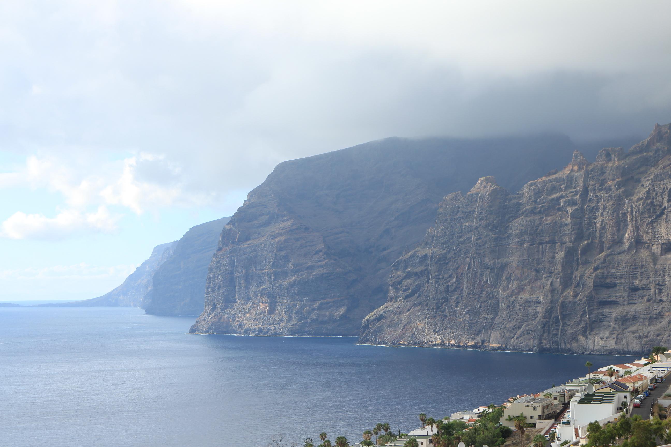 Los Gigantes的壯麗山崖